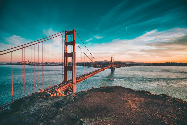 Also Hilly San Francisco is known for the Golden Gate Bridge the famous bridge you see in the pictures, Alcatraz Island and cable cars.